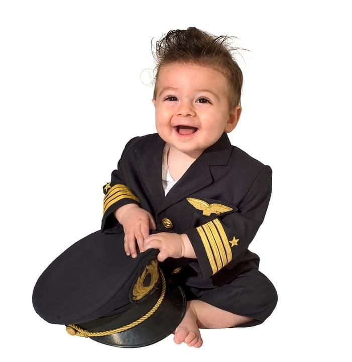 Baby i uniform