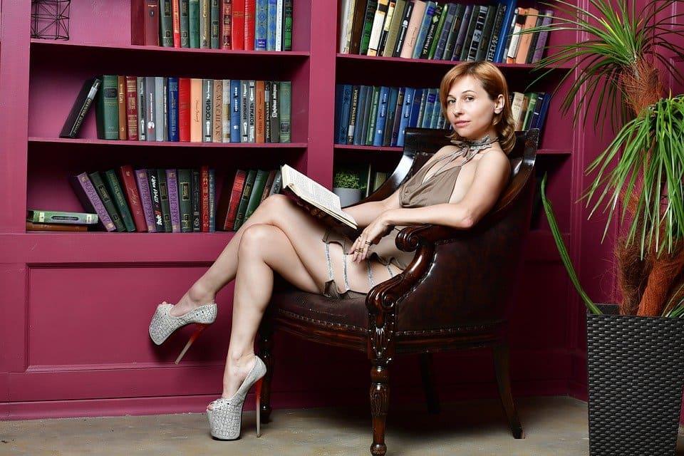 Läsande tjej