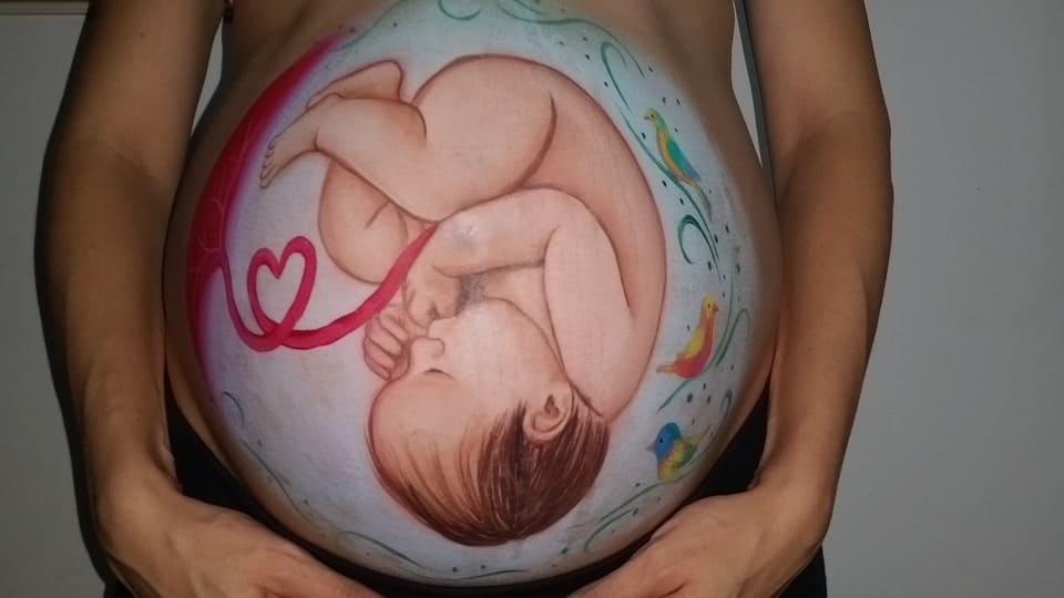 Målad gravidmage