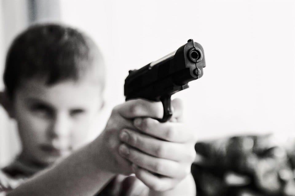 Pojke med pistol