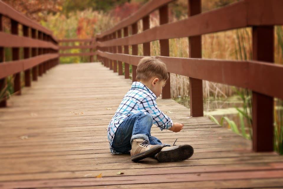 Pojke på bro