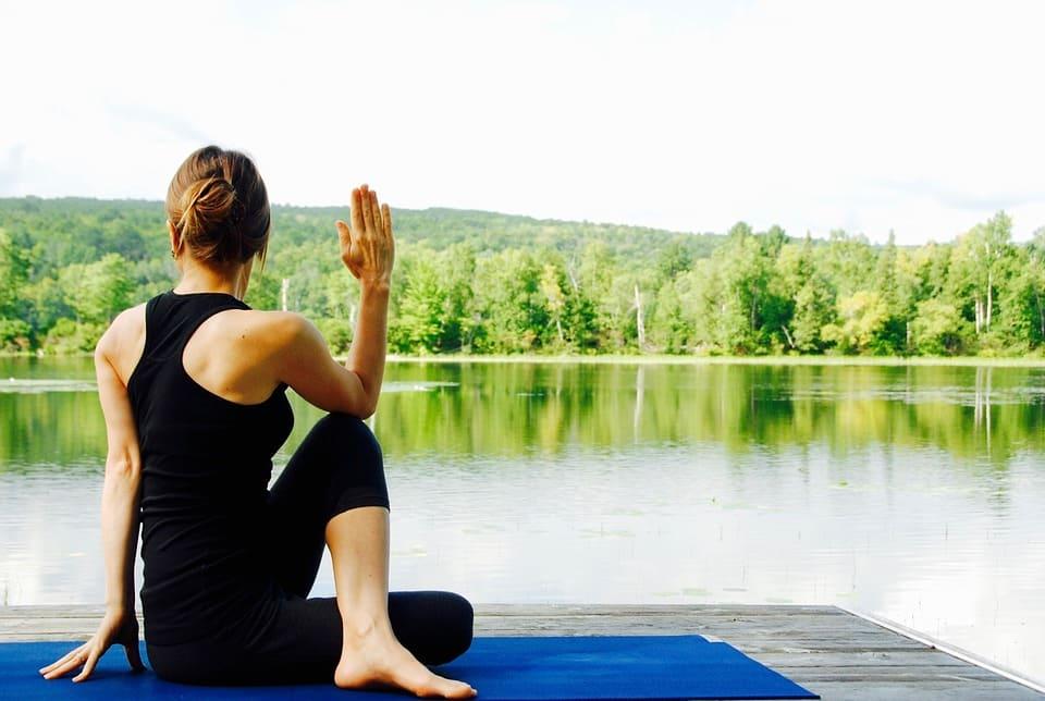 Yoga vid sjön
